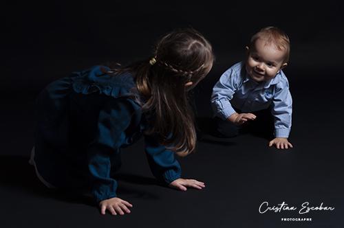 complicité entre soeur et frère